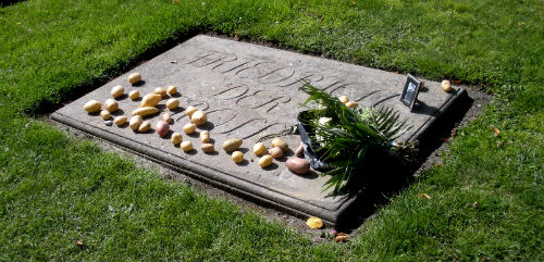 frederick the great gravestone with potatoes.