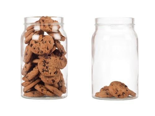 two jars with different numbers of cookies to illustrate scarcity study.