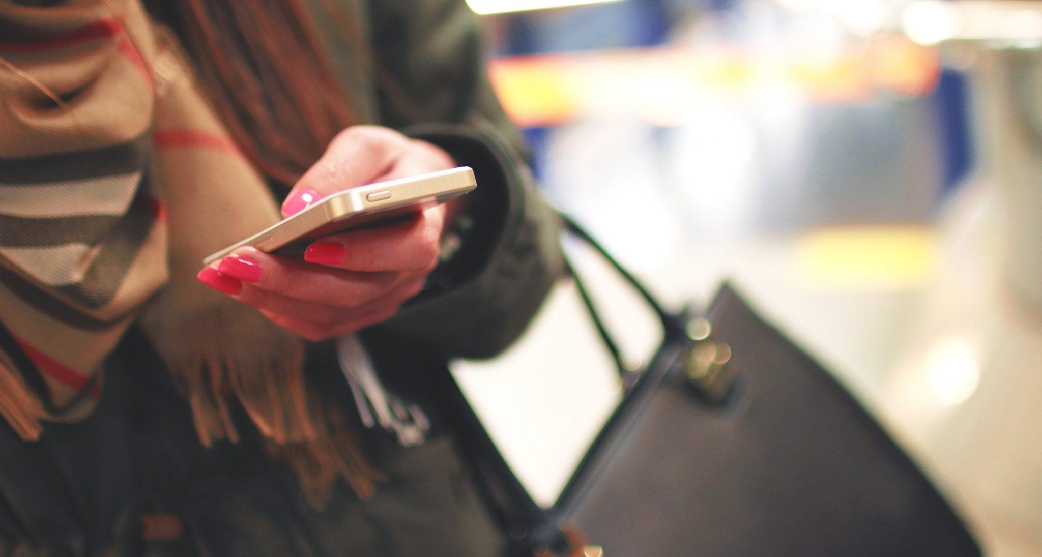 woman mobile shopping