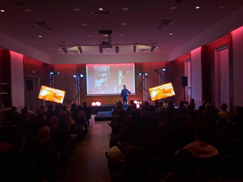 Jeff Bullas speaking at digital elite camp.
